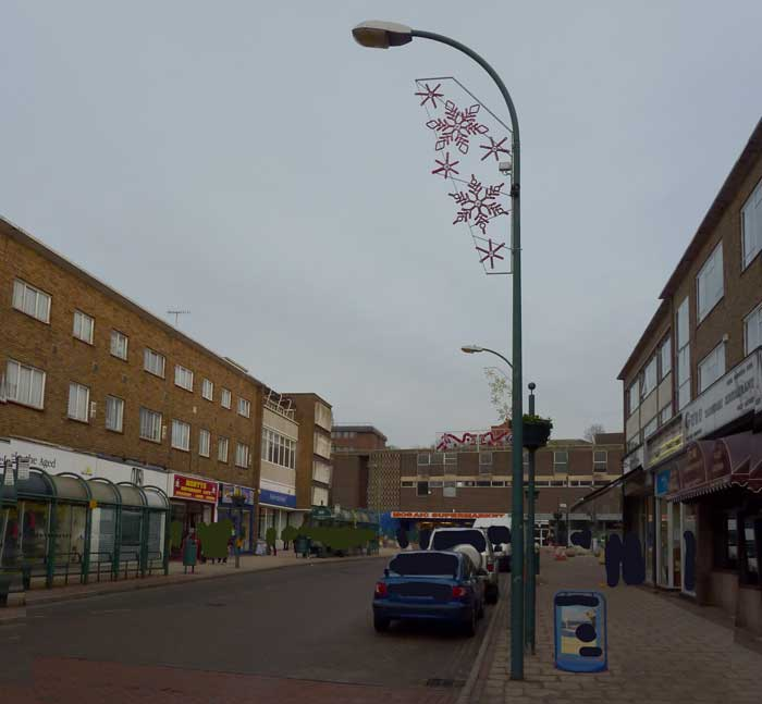 The streetlights are 8m cu phosco metal posts with side entry wrtl mrl